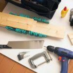 床に置かれた様々な工具