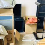 部屋に置かれた大量の生活雑貨