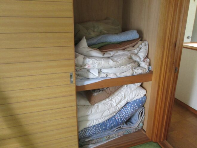 押し入れに入った大量の布団